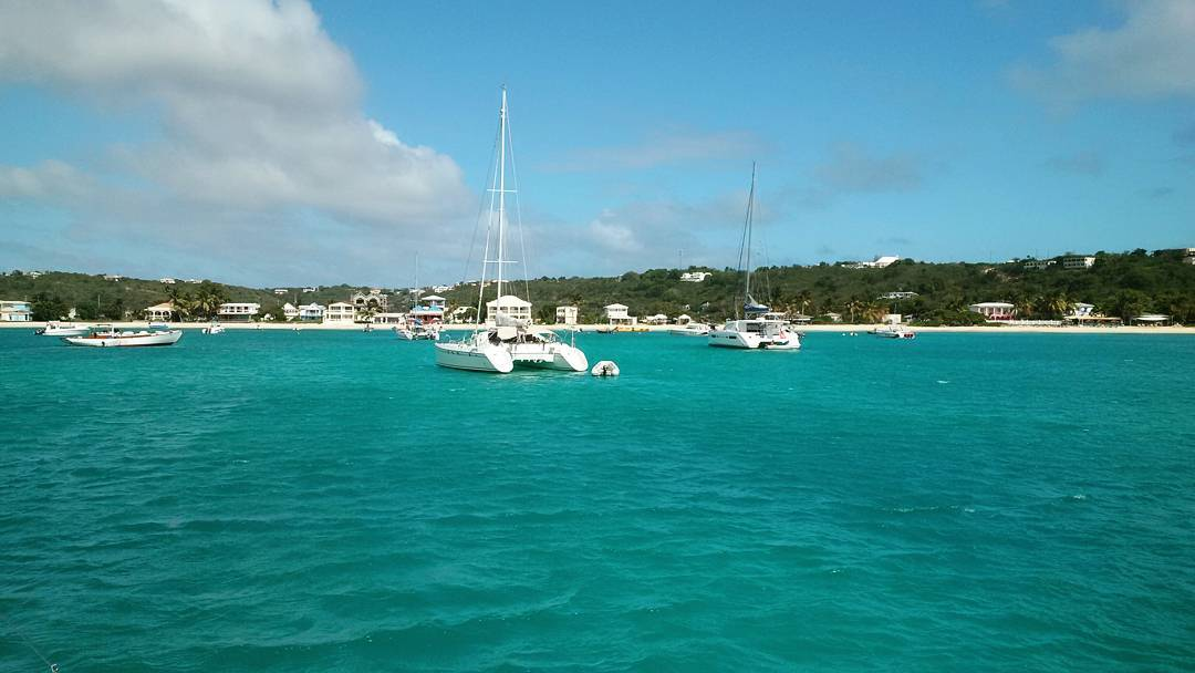 The beautiful turquoise waters of Road Bay, Anguilla on a perfect sailing Sunday aboard @sy_aravilla